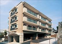 閑静な住宅街での自宅を取り込んだ 賃貸マンション建設。(from第243号)