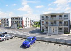 オートロック、広い部屋、ゆったりとした駐車場。 若い人を意識した賃貸マンションを建てました。(from第265号)