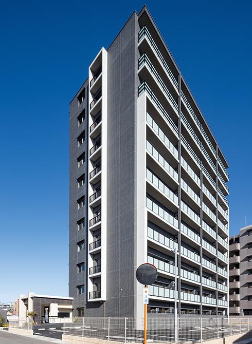 モノトーンが映える、上質でスタイリッシュなデザインのマンションが完成(from第416号)