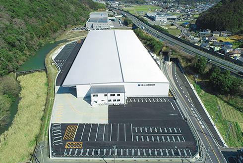 福岡インター近くの好立地に、約3,800坪の大規模倉庫が完成。(from418号)